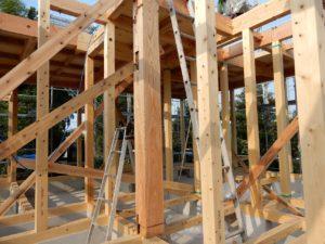 二世帯住宅を建てる過程「柱組み」1